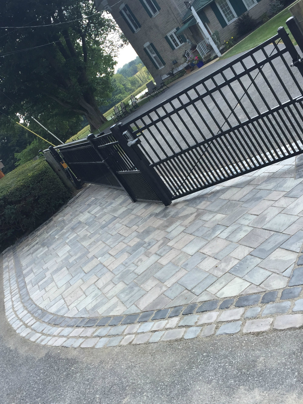 Eye-catching Laying Patterns for your Driveway Pavers in Lebanon, PA