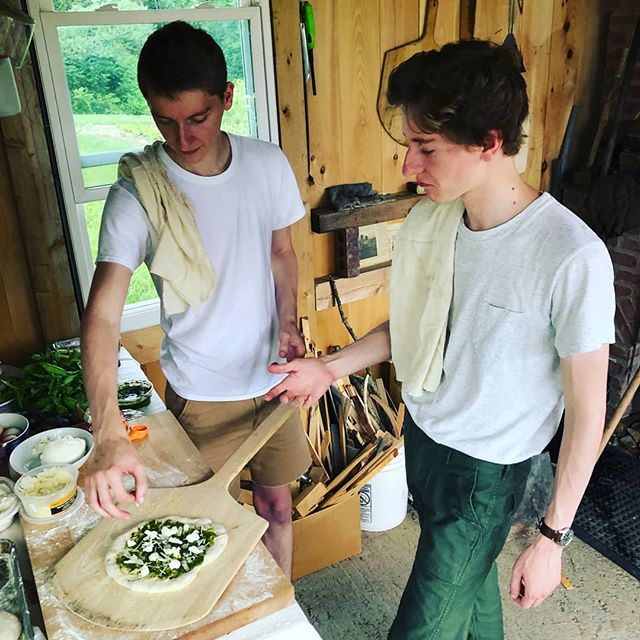 Met these guys in 4th grade when we moved from New Mexico. They taught me to make pizza, amd now they're catering for Backyard Bread. I love working in my hometown #northamptonma #westernmass #woodfired #woodfiredpizza #twins #farmfresh #everydayfarm #sourdough 🍕: @peterfath and @edwardfath and @simmsjen