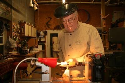 Phil Pratt at his lathe making a pen