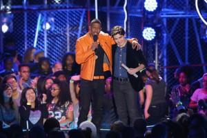 Nicholas+Lowinger+Nickelodeon+Halo+Awards+VkgPabiSqXzl-300x200.jpg