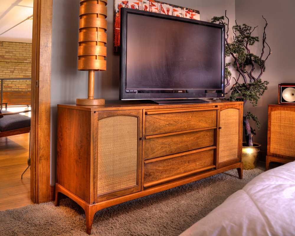 Retro knox offers up unique mid century modern furniture collectibles and art based in grand rapids michigan delivering one of a kind