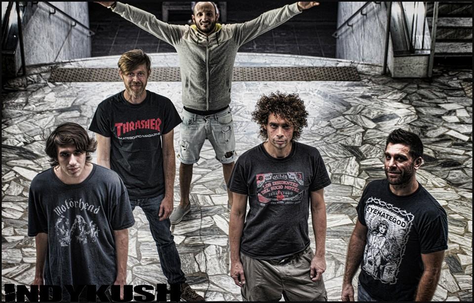 INDIKUSH - GenreSWANCOREMembres du groupeFLIB : SINGERMO : BASSJOHN : GUITARMANU : GUITARMAN'S : DRUMSVille d'origineNICE - MENTONMaison de disquesINDYÀ proposUne bande de gars du sud de la France qui font du métal qui envoie du gras / Metal band from South of France which plays fat n groovy MetalBiographieINDYKUSH est un groupe de métal originaire de Menton / Nice (06) formé en 2003.Les membres, John (guitare), Mans (batterie), Mo (basse) , Flib (chant) et Manu (Guitare), vivent tous dans la région Niçoise dans les Alpes Maritimes (06).Si on veut y coller une étiquette alors INDYKUSH a baptisé avec une teinte d'humour et d'ironie son style «Swan Core» : un métal lourd et efficace puisant ses influences dans le Trash, le Sludge, et le Hardcore.Un set d'une vingtaine de compositions est bien en place et parfaitement taillé pour le «live», dégageant une énergie massive, aux «riffs» lourds et «péchus» sur des rythmes imposants.Position actuelleNICE - MENTON