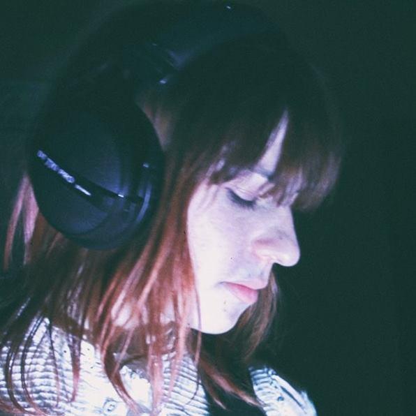 JULIE BALLY - Julie Bally (duo Indie Rock) - GrenobleInfluencée par la musique Folk Rock américaine mais aussi par toute la vague Cold de l'île de la reine, Julie Bally révèle un univers noir, souvent mélancolique, à travers une écriture simple et brute. Tel un diamant non taillé. La mélodie, le timbre et la profondeur de sa voix font perdre toute notion du temps, convoquant parfois lesinfluences bien senties de PJ Harvey ou Elisabeth Fraser (Cocteau Twins).Julie Bally nous présente son tout premier EP