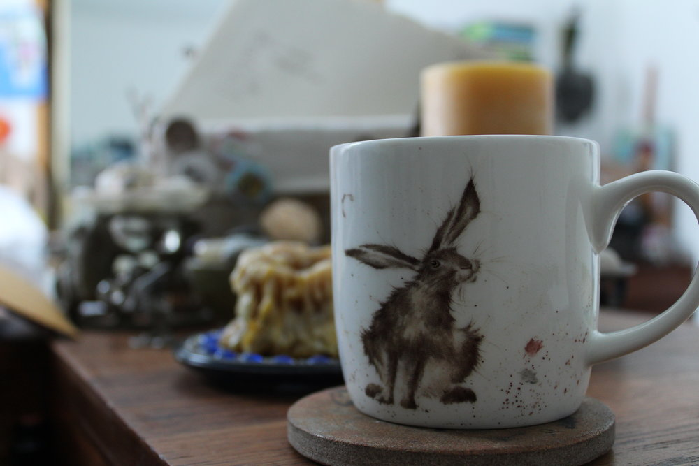 on a recent trip to the Royal Botanical Gardens (to see the frog exhibit - brilliant! - this darling mug caught my eye. Hare has been my companion of late...who am I to object? ♡