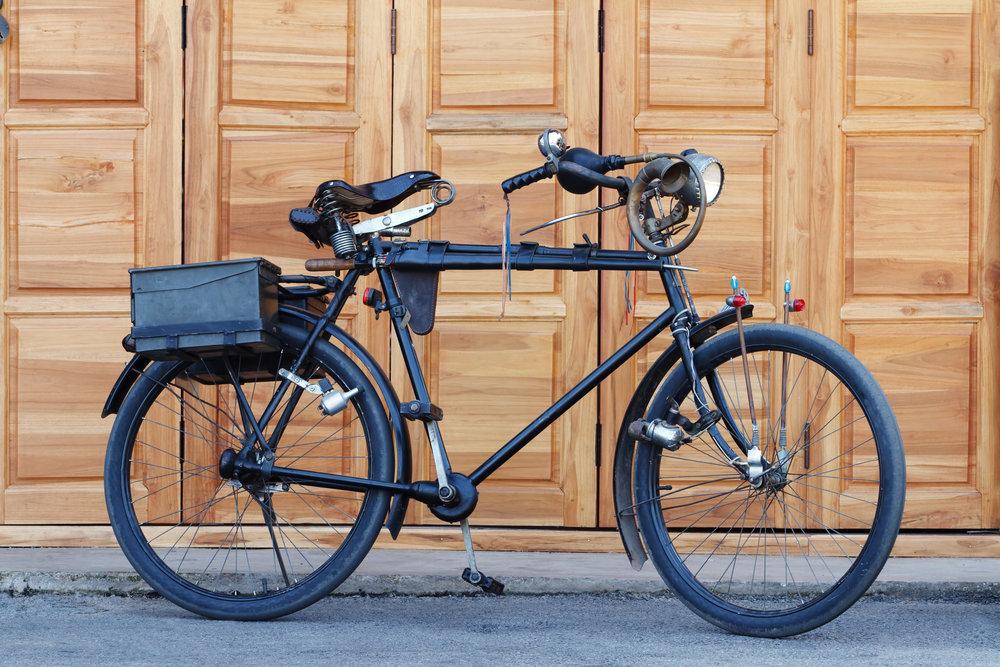 vintage-bicycle_GJjLFKBO.jpg