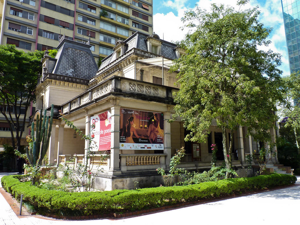 Casa das Rosas : One of the few villas along Paulista from the 1930's that is still intact. © Felipe Borges