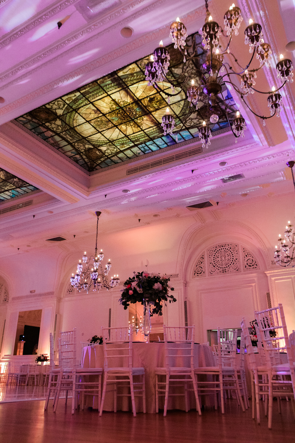 2f7e0-pretty-in-pink-vintage-hollywood-fiesta-wedding-alexandria-ballroom-palm-court-room-tiffany-skylight-and-chandeliers.jpg
