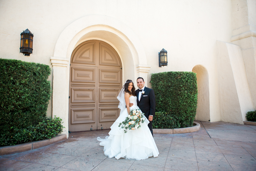 ac15e-pretty-in-pink-vintage-hollywood-fiesta-wedding-happy-couple.jpg