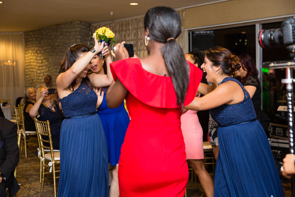 be4c6-lively-navy-yellow-harbor-wedding-bridesmaid-catches-bouquet.jpg