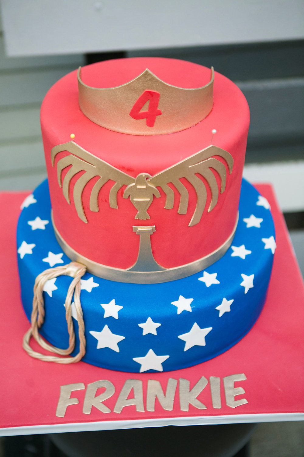 37178-wonderwomansuperheroicecreampartyperfectcakeforthissupergirl.jpg
