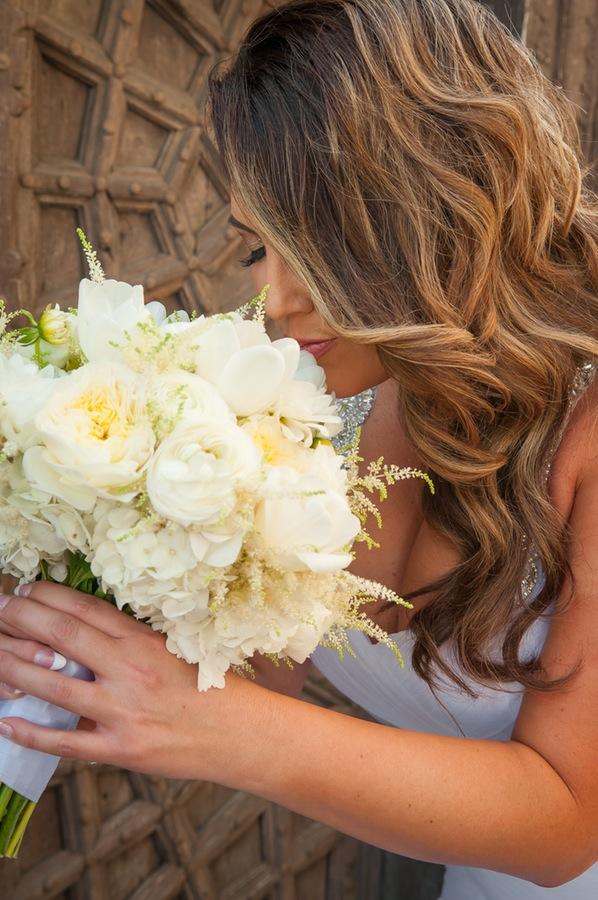 37dd3-beautiful-joyful-harborside-wedding-bride-and-her-lovely-bouquet.jpg