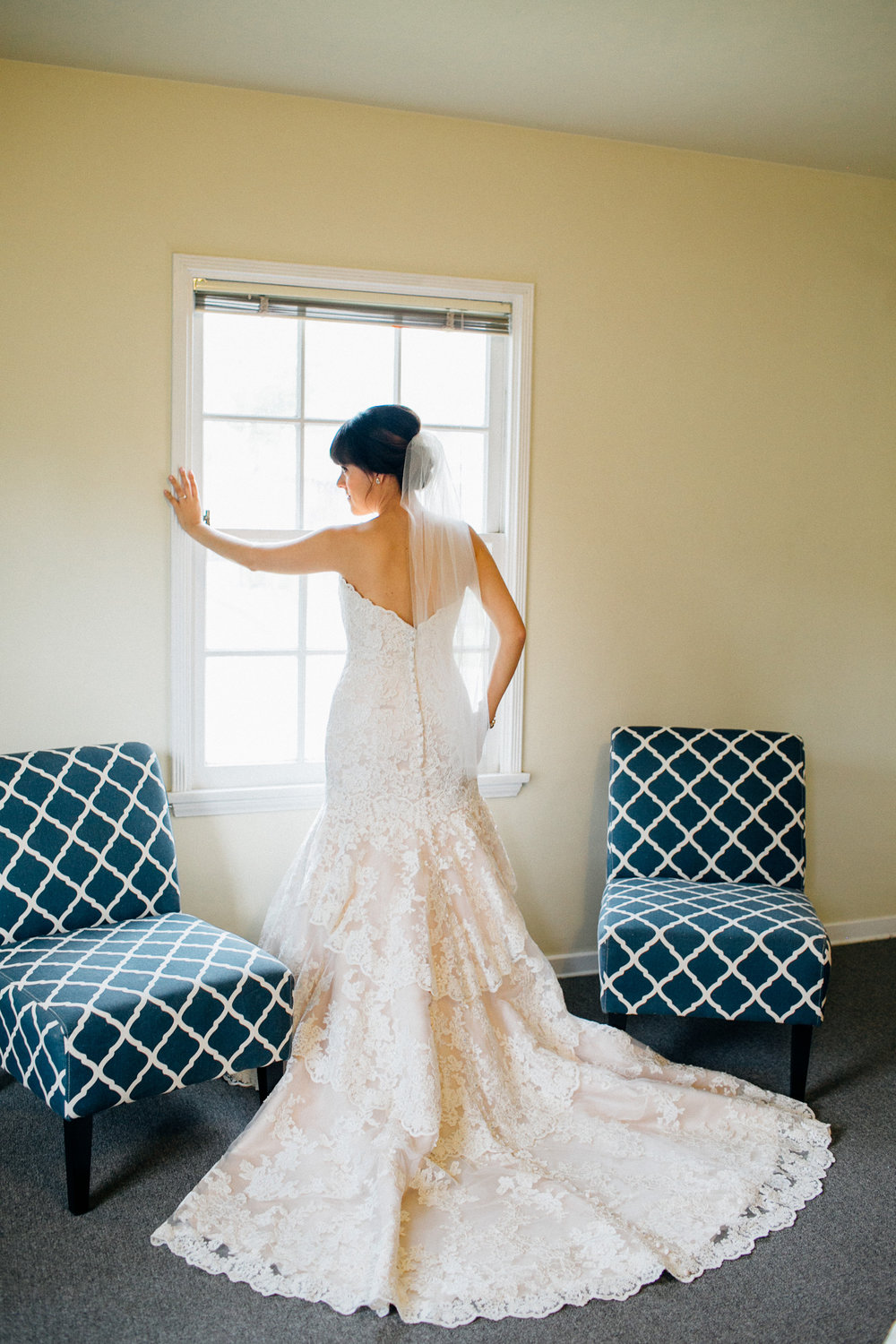 dc9ca-elegant-country-charm-ranch-wedding-gorgeous-lace-wedding-gown.jpg