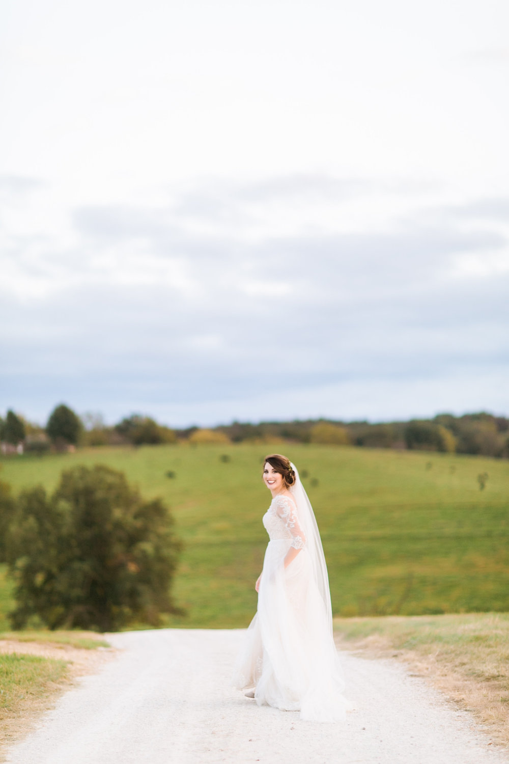 MissouriRusticWedding_StLouisWeddingPhotographer_AliciaDan_CatherineRhodesPhotography-4250-Edit.jpg