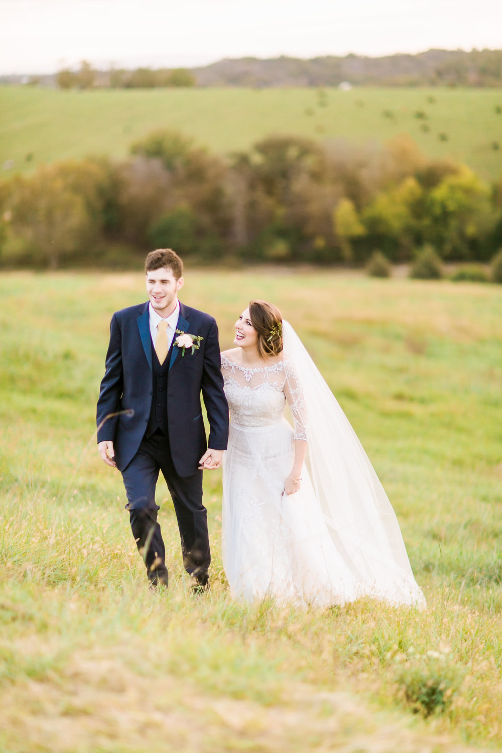 MissouriRusticWedding_StLouisWeddingPhotographer_AliciaDan_CatherineRhodesPhotography-4228-Edit.jpg
