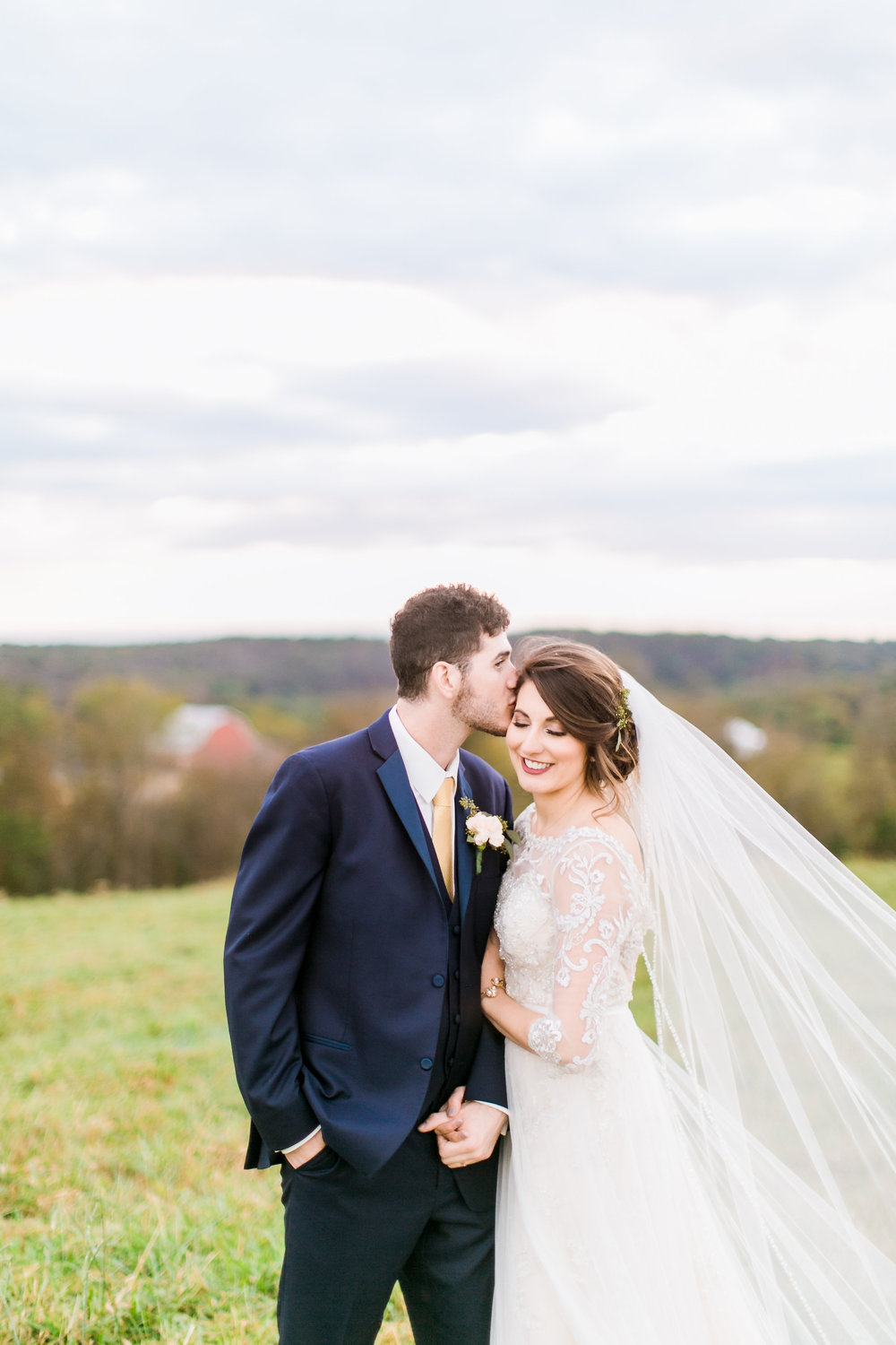 MissouriRusticWedding_StLouisWeddingPhotographer_AliciaDan_CatherineRhodesPhotography-4397-Edit.jpg