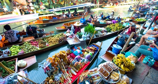 families_thailand_activity_1_bangkok_floating_market.jpg