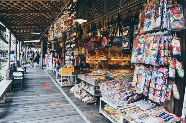 Pattaya-Floating-Market_Tang-Yan-Song_Shutterstock.com_.jpg