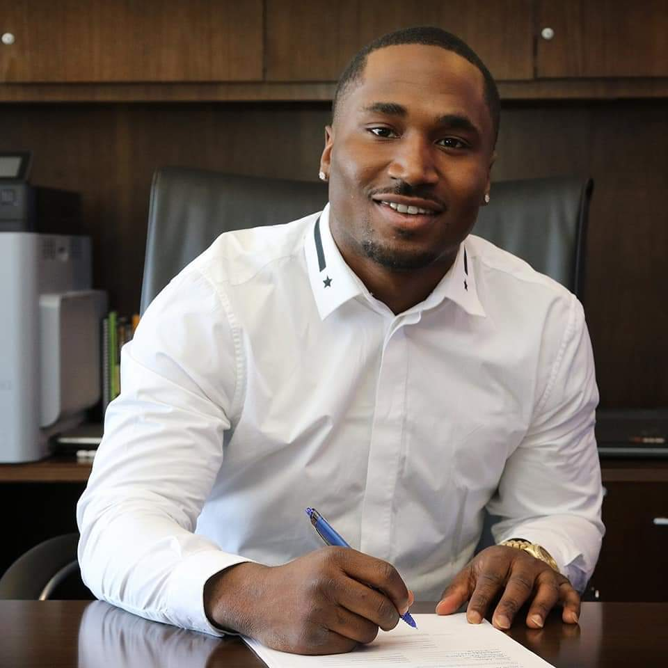 Contract Negotiations - JR boasts 20 years of experience in contract negotiation totaling over $500 Million in professional contracts. Along with his partner, JR has represented over 50 NFL and MLB draft picks over the past six years. From rookies to veteran athletes, JR and his team focus on each individual client to develop a customized approach to maximize revenue. Through careful planning of the compensation for each year of the contract, an athlete's career can be prolonged and the client left financially secure for the rest of his life.