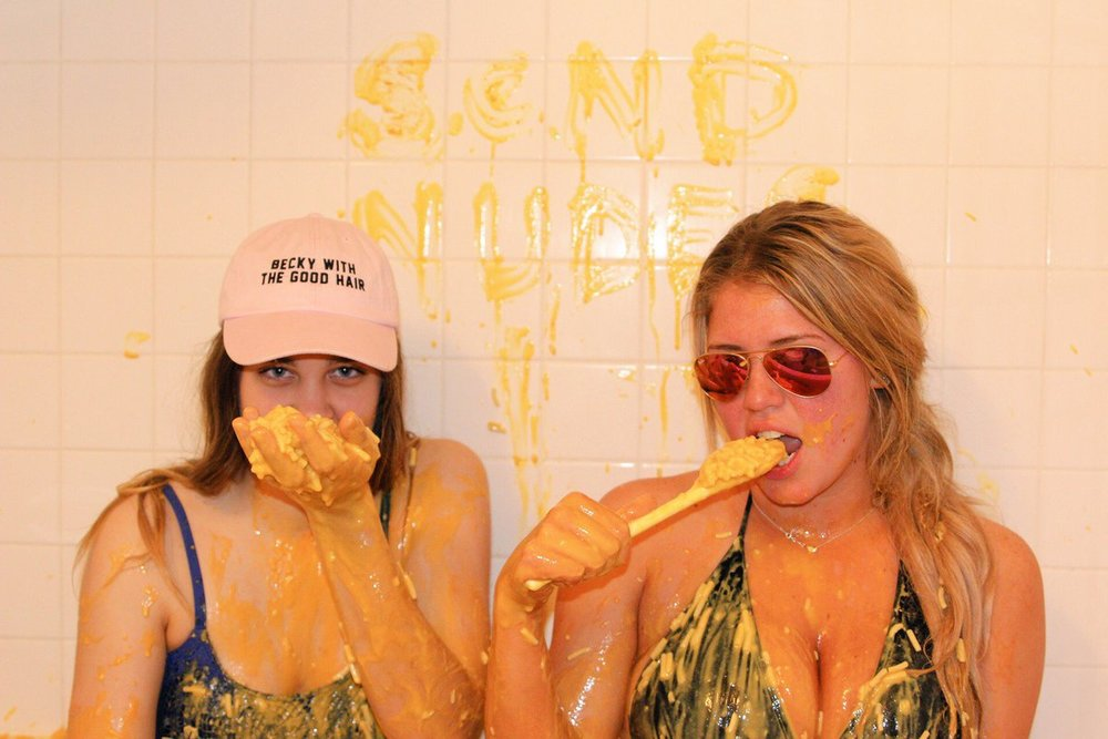 these-girls-filled-a-bathtub-with-kraft-mac-n-cheese-and-the-internet-is-utterly-beside-itself-21-1-1-1-2-1-1-2-1-1.jpg