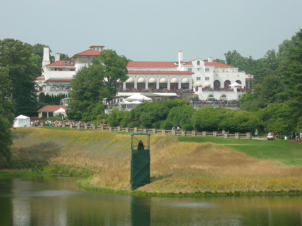 1200px-CongressionalClubhouse.jpg