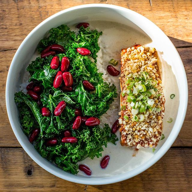 Get our customizable Salmon Bowl Delivered Today!! Download the @trycaviarnyc app or go online and order yours today at trycaviar.com! 📸@willardengelmann #trycaviarnyc #delivery #thefoodsermon #webeliveinyou!