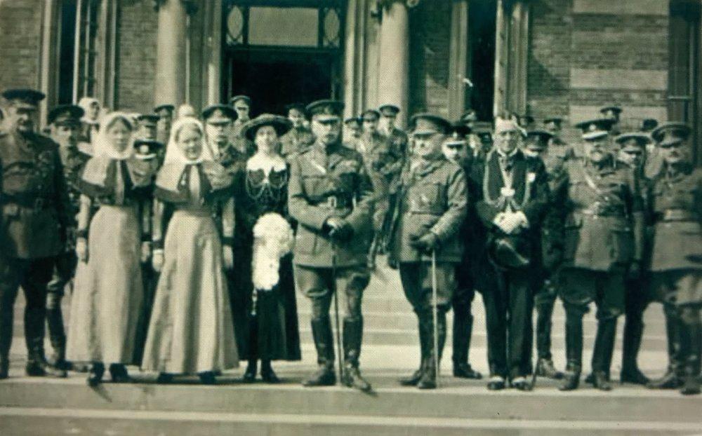 Duke of Connaught visits hospital, 1917