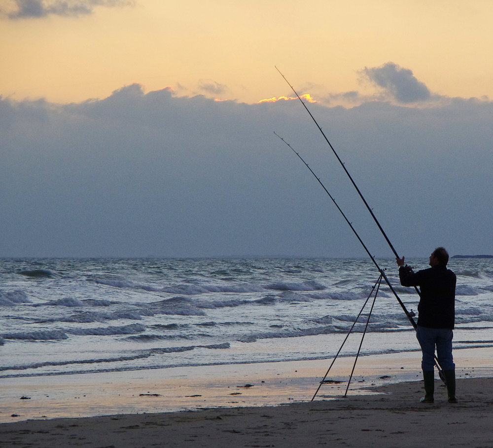 Sea angler with fishing rods