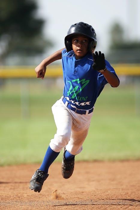 baseball-player-running-sport-163209.jpeg