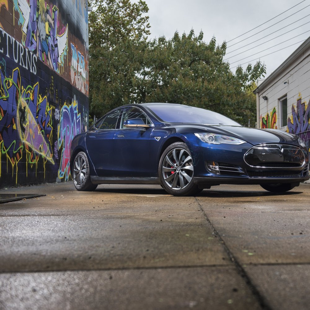 Tesla Model S P85    6 points