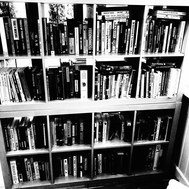 This is my muse. ⠀ The 2018 bookcase. ⠀ Monday I start writing again.⠀ Can't wait.⠀ .⠀ .⠀ .⠀ #muse #story #authorlife #authorsofinstagram #author #noir_shots #blackandwhite #simple #simplicity #minimalism #minimalist #creativity #iphoneblackandwhitephotography #creativity #noir #iphone #iphonecamera #iphonephotgraphy #smartphone #smartphonephotography