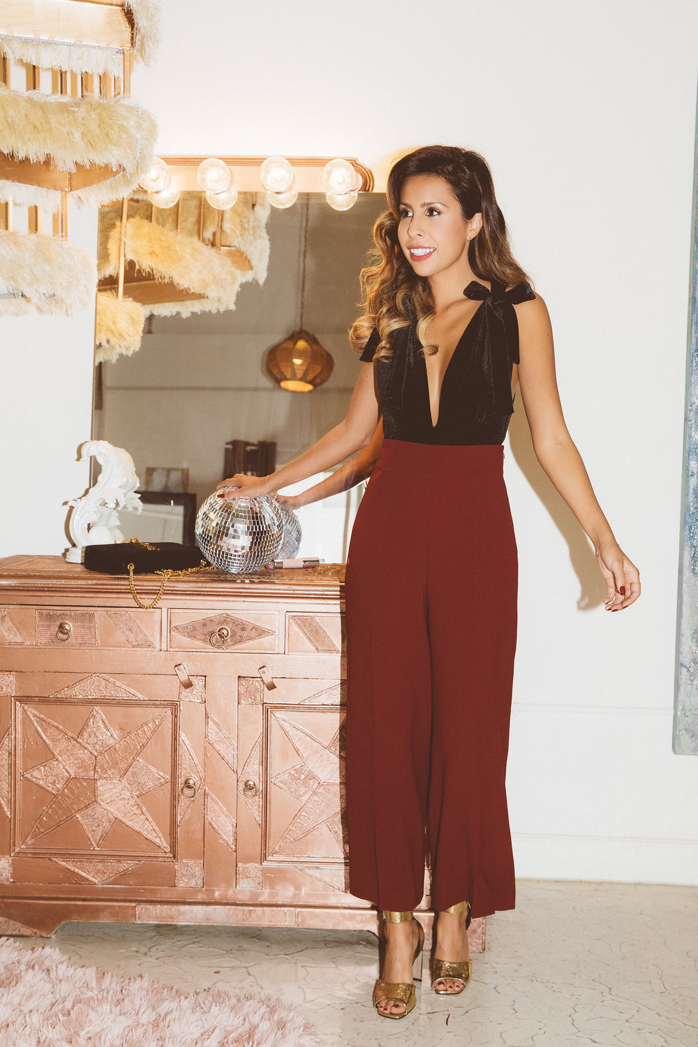 Perfect pairing: wide legs pants and velvet bodysuit