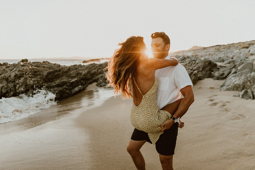 What to wear for beach engagement photos. Los Cabos, Mexico
