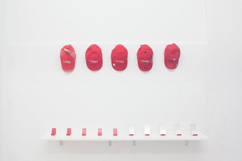 Gorras y accesorios por Mariana Murcia