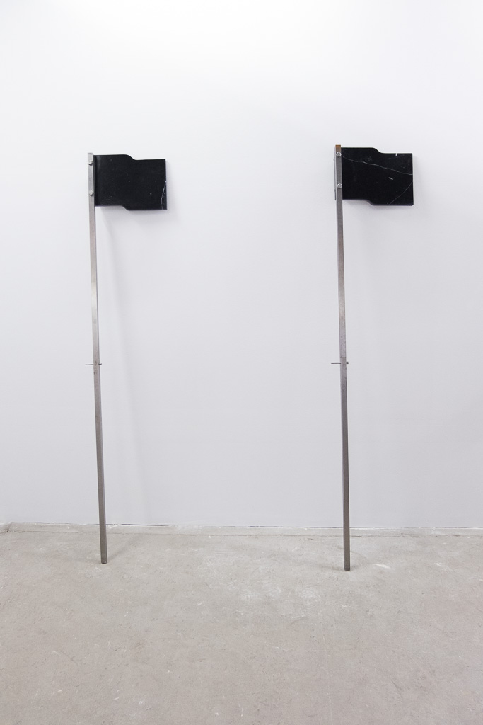 Santiago Cancino / Banderas, 2018 / 200 x 30 x7 cm
