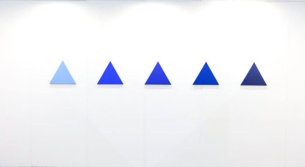 Rafael Miranda Mattei / Puerto Rican Status Blue / Ives Klein Blue (2018) / Acrílico sobre canvas / 40x40x40 cm c/u