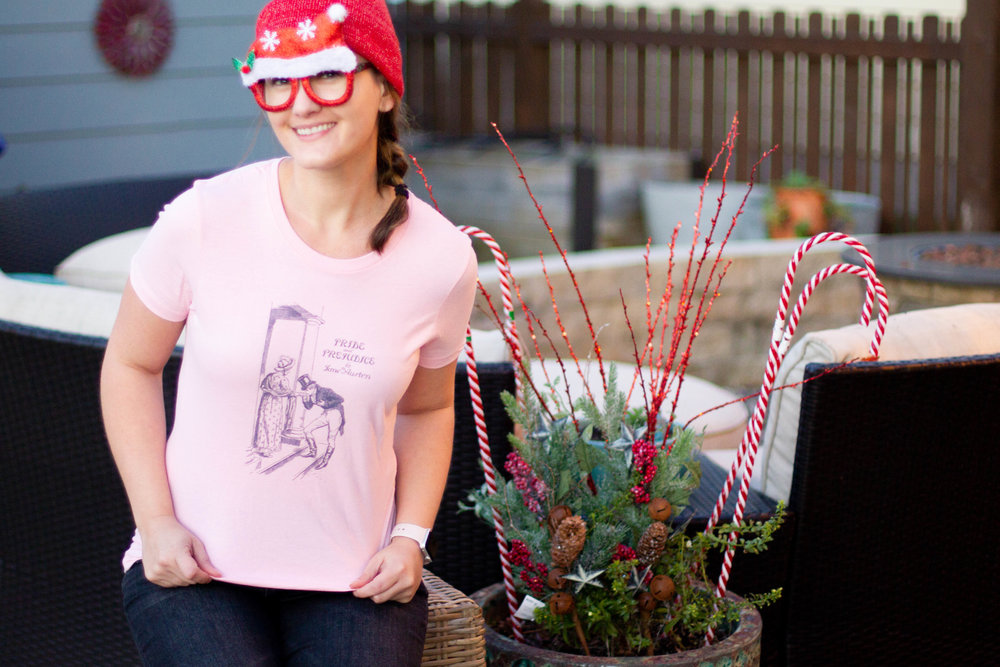 5 Gifts for Book Lovers | A bookish t-shirt