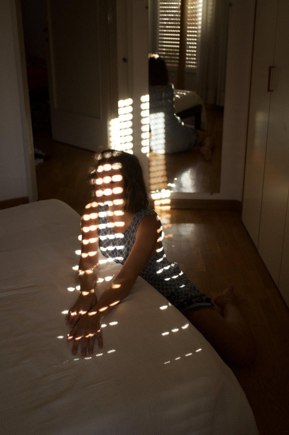 lightdotsclosedeyes.jpg