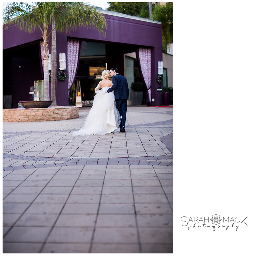 22-Avenue-of-the-Arts-Costa-Mesa-Wedding-Photography.jpg