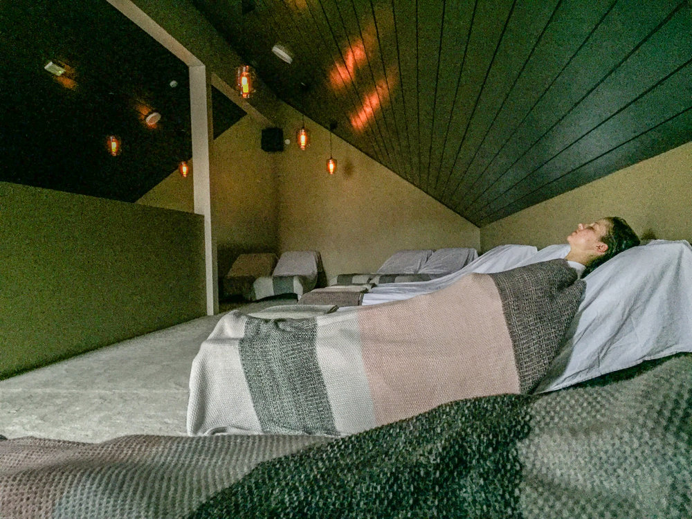 The relaxation room at Bjórböðin