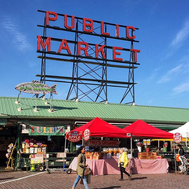 [Seattle, WA] 🌽P U B L I C M A R K E T🍎 . We are huge proponents of going to local markets and fairs for our everyday ingredients. While Pike Place Market may not be the most convenient or practical place for us to stock up, it certainly is the most beautiful and entertaining (and touristy)!✖️ . . . . . . . . #pikeplacemarket #seattle #seattlepublicmarket #downtownseattle #exploreseattle #discoverseattle #walkthecity #localtravel #seattlewa #seattlemarket #washingtonstate #pnw #pnwlife #tourseattle