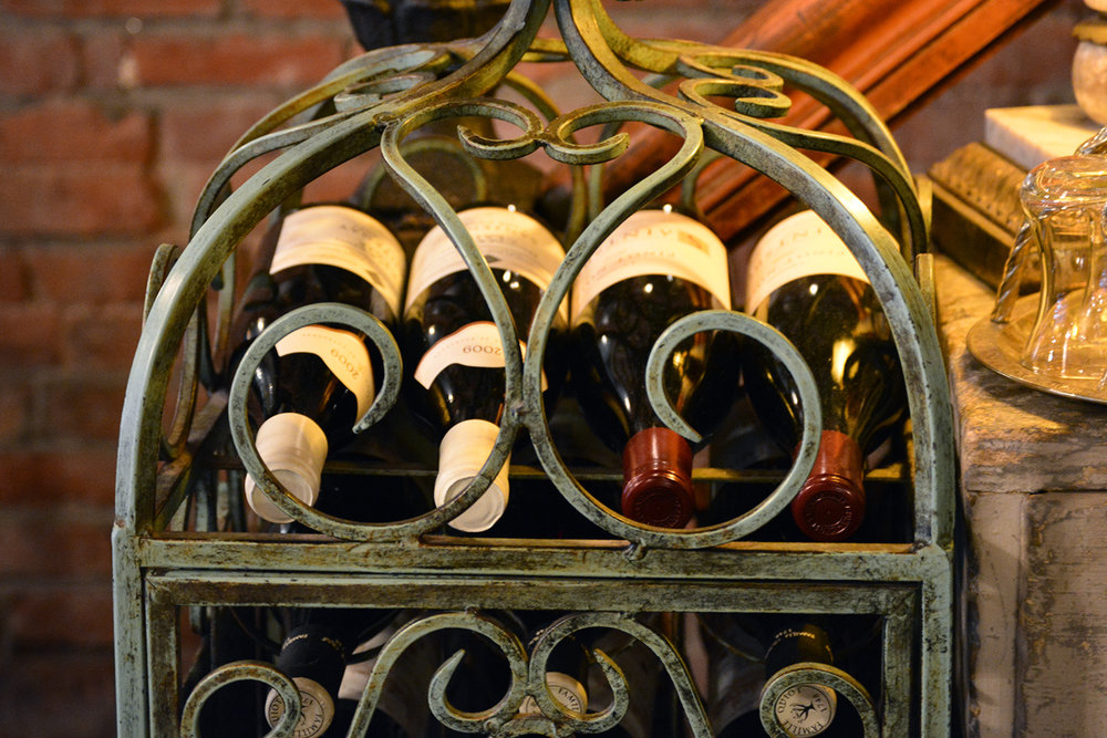 AntiqueGarage_Wine_01.jpg