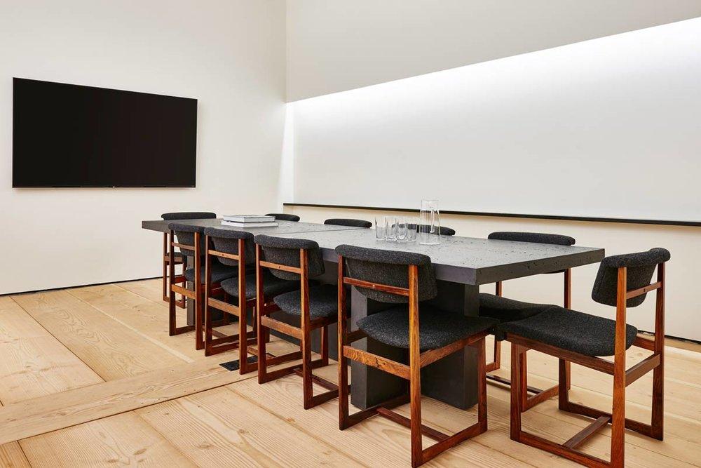 cover-facilities-collaborative-boardroom.jpg