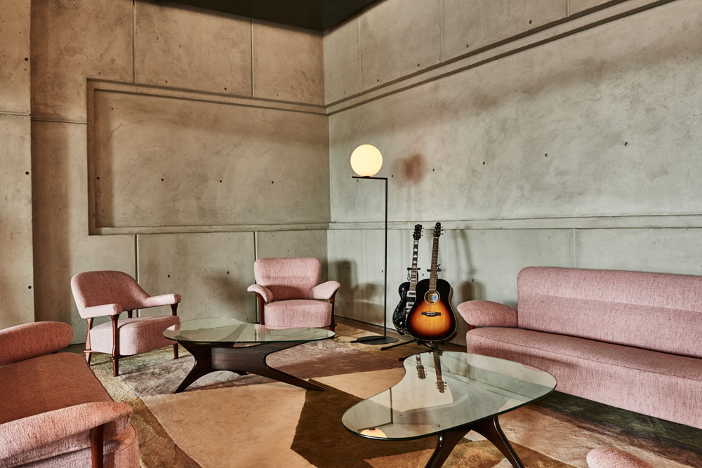 cover-facilities-socialclub-musicroom.jpg