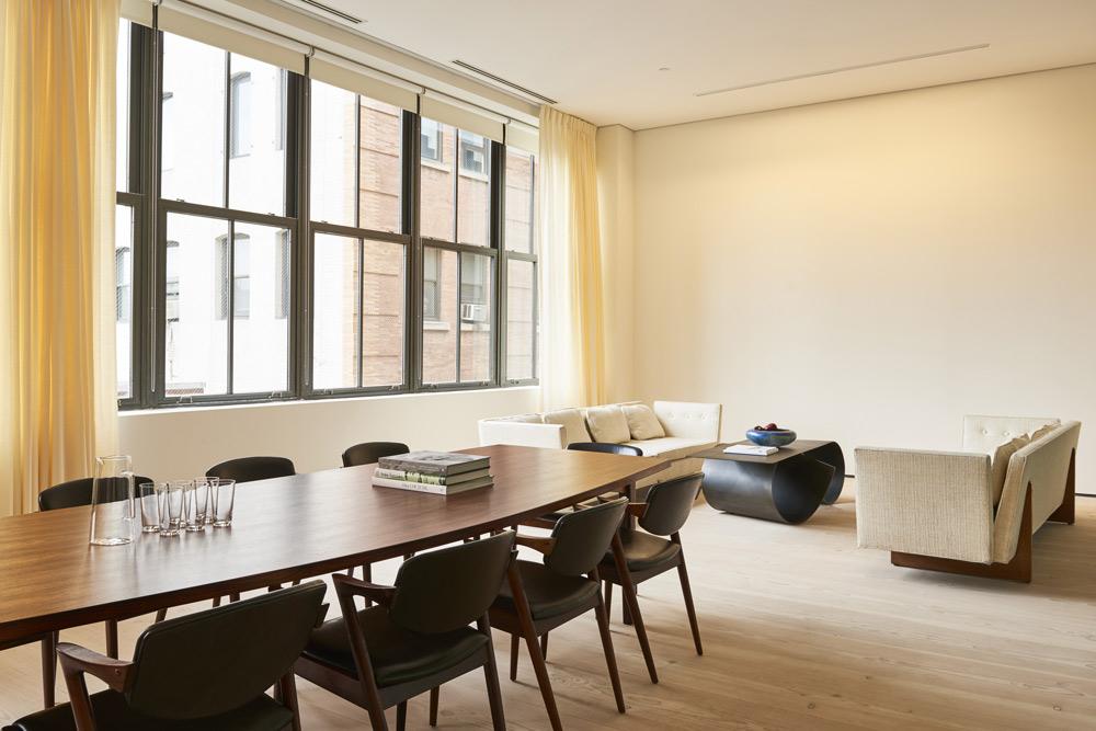 cover-large-facilities-collaborative-executivesuite.jpg