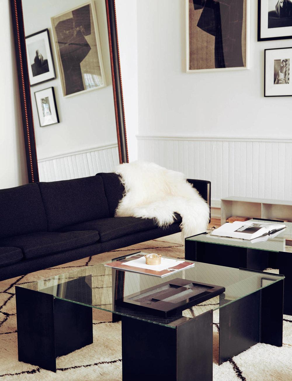large_APT_sofa-23x30.jpg