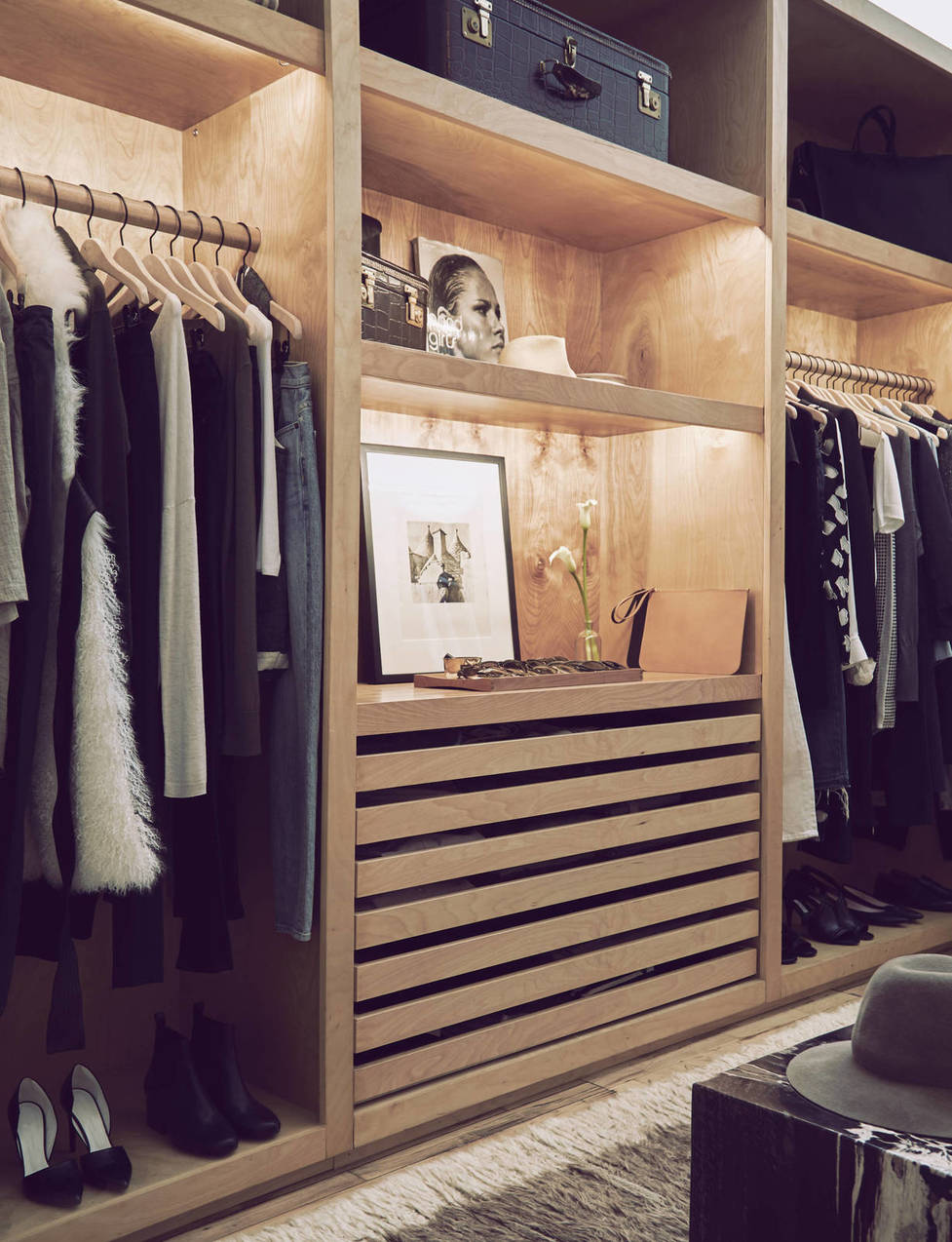 medium_APT_closet-23x30.jpg
