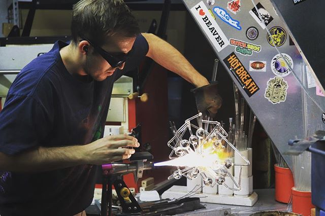 I am big time crushing on this artist that I share a life/ home with. I love sneaking in to his shop to watch him work! If you don't already, give @calebsiegler a follow. He makes beautiful work, and he's a prettyyyy great guy. But I am a little biased 😉😍 . . . . #glassblowing #glassblowers #glassart #glassartist #fineart #canonphotography #glassartofig #youngartists #phoenixartists #arizonaartists #celebrateart #glasssculpture #contemporaryglassart #calebsieglerglassart