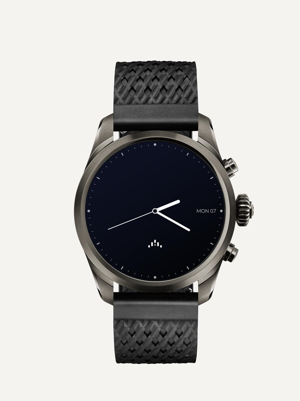 Montblanc_Smartwatch_titanium_front_blackstraps.png