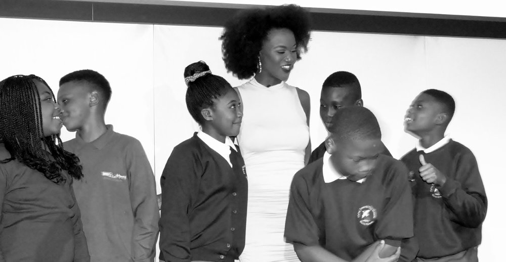 Former Miss USA Deshauna barber with students.