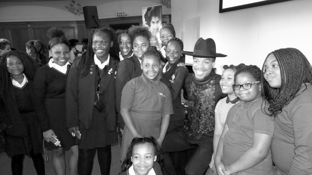 Celebrity hair stylist Vernon Francois with attendees